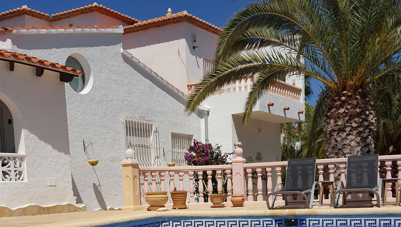 Huis aan de buitenkant vakantiehuis calpe - Foto buitenkant terras ...